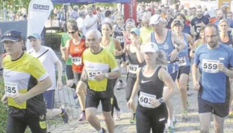 Trotz der großen Hitze nahmen viele Läufer am 32. Aaseelauf von Ma- rathon Ibbenbüren teil. Fotos: Leon Ratermann